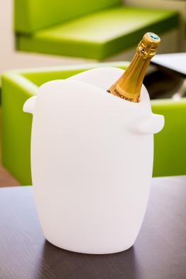 leuchtender Flaschenkühler Fresh beleuchtet mit Akku