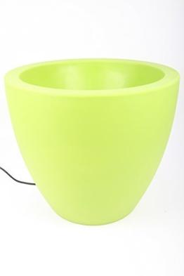bluemenkübel grün beleuchtet